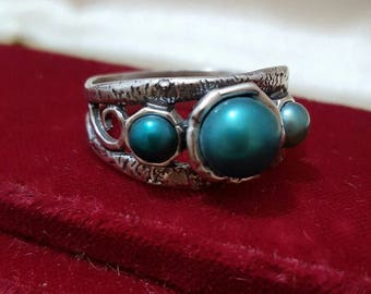 Vintage 925 sterling silver ring, handcrafted, 3 cultured pearls in teal, size u