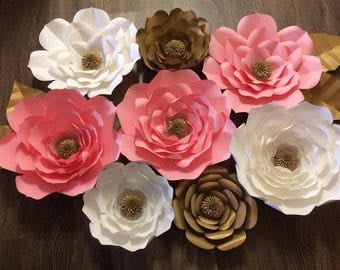 Set of 8 paper flowers