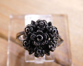 Sterling Silver Flower Shaped Ring Size 7.75