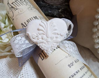 """plaster heart scented shabby and pouch to scores of old paper """"The dance year"""""""