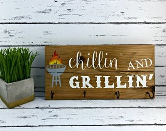 Chillin' And Grillin' Wood Sign - BBQ Utensil Holder - Fathers Day Sign - Sign for Dad - Sign for Husband - Patio Sign - BBQ Sign - BBQ