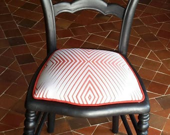 "Restored antique chair ""deco"" with Small cake."