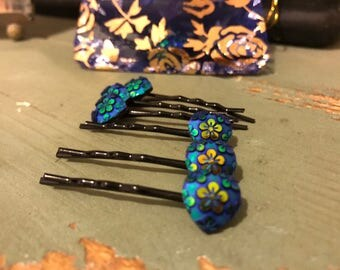Blue heart bobby pin set