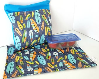 Snack bag with placemat - Feathers + blue (small defect) - waterproof, perfect for school, fits well into the backpack!