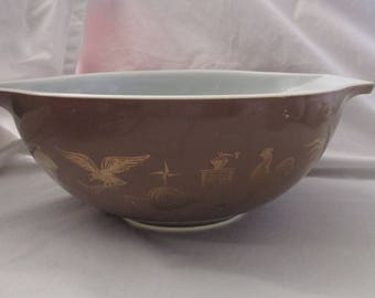 Vintage Pyrex Brown and Gold Americana 4Qt Mixing Bowl
