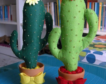 Cactus! In felt, hand-sewn to decorate and make a nice gift!  Cactus felt, gift, furnishing