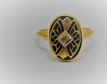 Ladies 10k Yellow Gold Black Onyx and Daiamond Ring