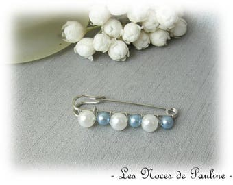 Fastener behind blue and white pearls wedding PM