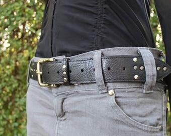 woman black belt. Rock belt; Belt rock'n roll. Black leather belt;  black leather belt.