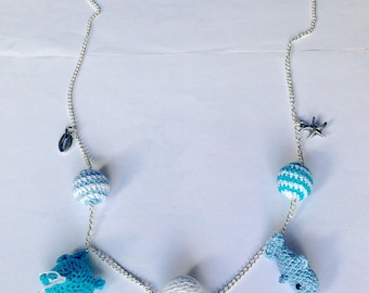 Long necklace with pearls and fish amigurumi
