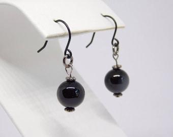 Black Earrings. Black Pearls. Pearl earrings