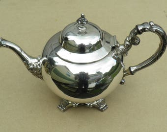 Teapot - Silver Plated - Oneida Silversmiths - Made in Canada - Vintage Silverplate
