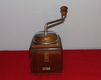 Joli moulin à café EDMO. Old coffee grinder. Wood and iron. Vintage . Belgique