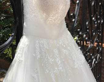 12/ Strapless Ballgown Tulle Wedding Gown / Beads Bodice / Strapless Wedding Gown / Beaded and Crystal Appliqués / Size 10 / Tulle Chapel