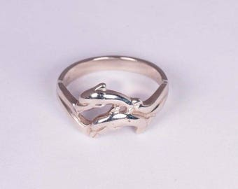 14K White Gold Ring with Pair of Dolphins, size 7.5