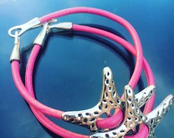 Leather Bracelet with stars on www.TiendaPija.Com/tienda money