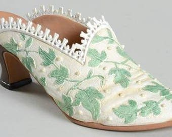 Just the Right Shoe - Touch of Lace