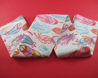1 coupon, printed feathers, multicoloured, 100% cotton fabrics, 48x48cm.