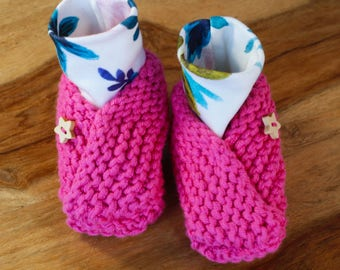 Baby Shower Gift Baby Pink Booties Baby Shoes Organic Cotton Hand Knitted Baby Slippers with Wooden Star Buttons