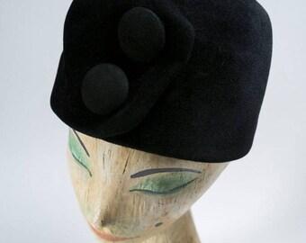 vintage hat / 1950s vintage hat / 50s hat / noir /50s tall hat/ button hat