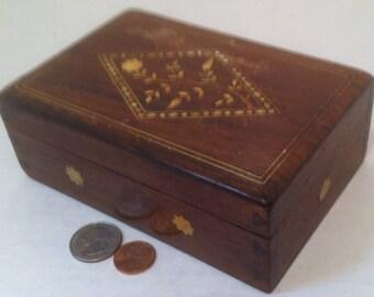 Vintage Wooden Storage Box, Stash Box, Secret Box, Nice Inlay Designs, 6 x 4 x 2, Wood Box, Inlay
