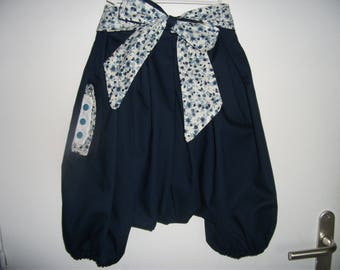 Navy sarouel and its liberty-style flowery belt