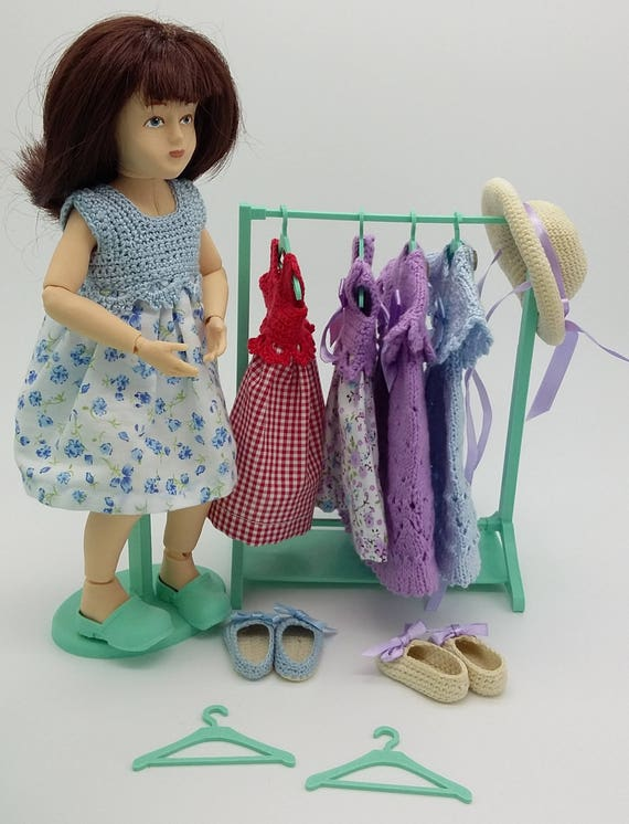 Clothes rack with six hangers,  for ball jointed Zisa Doll