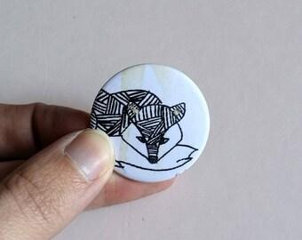 """Badge pin round """"Fox"""" graphic black white yellow"""