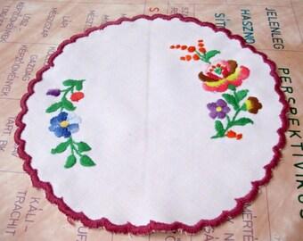 "Vintage,Hungarian handmade ""Kalocsa""embroidered  round doily,w.flower pattern"