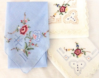 Cute Vintage Handkerchief set ~ Hand Embroidered Set of 3 ~  Hanky ~ Hankie ~ Vintage Hankys ~ Hankies ~ Antique Handkerchief ~ Hankerchief