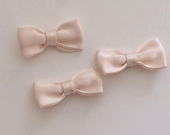 Small bow tie beige 30 mm