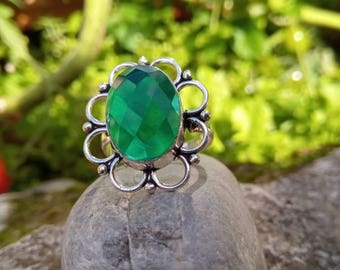 Faceted emerald ring, healing stone
