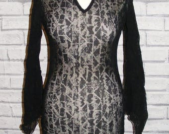 Size 10 vintage 90s long flare/slit sleeve v neck top sheer black pattern (HT76)