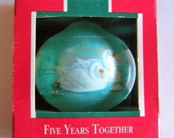 1989 HALLMARK Five Years Together Glass Ornament with Swan Couple