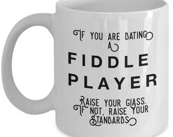if you are dating a Fiddle Player raise your glass. if not, raise your standards - Cool Valentine's Gift