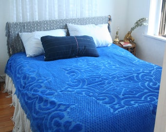 Vintage Blue Chenille Bedspread / Fringed Blue Full Bedspread / Chenille Bedspread Full / Royal Blue Blanket / Boho Bedding / Coverlet