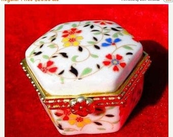 Porcelain box for jewelry, hand painted, with flowers and gilt, very exquisite, Porcelain box, jewelry box, hand-painted,