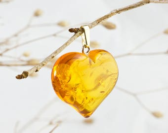 Lovely 9k Gold and Baltic Amber Heart Pendant HP281117-1