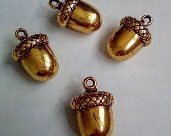 5 nut charm golden metal 16x11mm