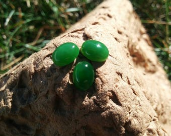 Siberian apple green nephrite cabochon