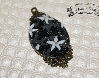 Necklace pendant small flowers
