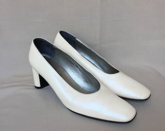 Robert Clergerie / Vintage pumps / bridal shoes / wedding shoes / white pumps / white shoes / white heels / designer shoes / made in france