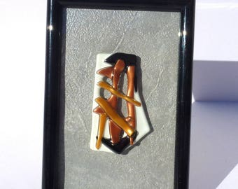 """Picture frame black and in its Center a fusing """"Brown and white"""""""
