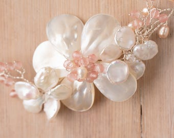 Enys bridal hair comb -  Keshi and Mother of Pearl  with blush faceted beads