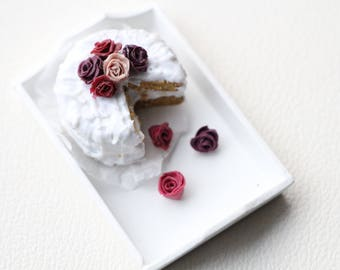 1:12 Miniature cake with roses
