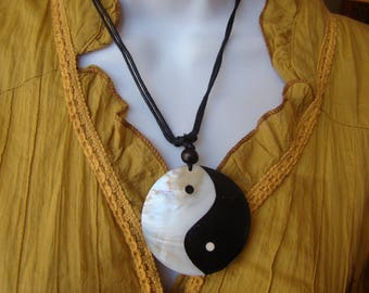Necklace Yin Yang mother of Pearl