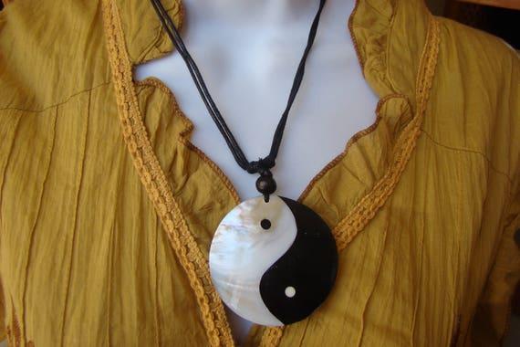 Collier en nacre yin et yang