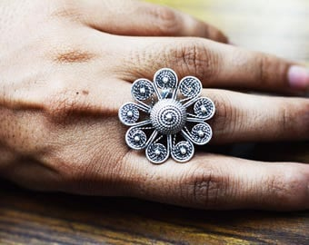 Gorgeous Floral ring  925 silver oxidised