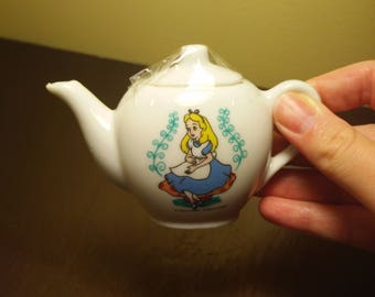 Alice in Wonderland Doll Teapot Made in Japan