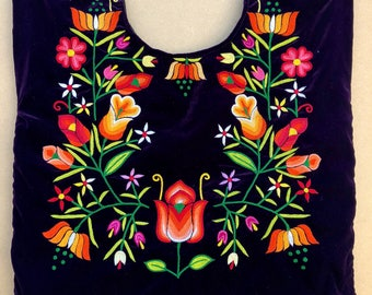 Vintage Tehuana with hand embroidered flowers, mexican tehuana blouse, Oaxaca blouse, floral embroidered